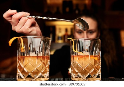 Cocktails; falling drop; Whiskey with ice; Freesh alcohol