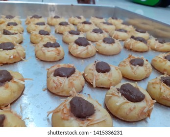 Cocolate Thumbprint cake is one of favorite cake when Ied Mubarrak celebrating day