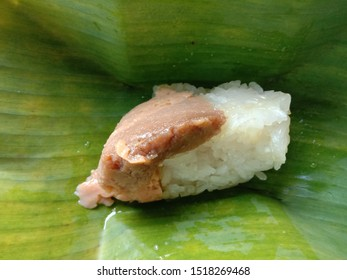Coconut custard with Sticky Rice is a dessert that many people like The custard has a smooth texture, soft, sweet taste, fragrant, is a favorite food of general people.