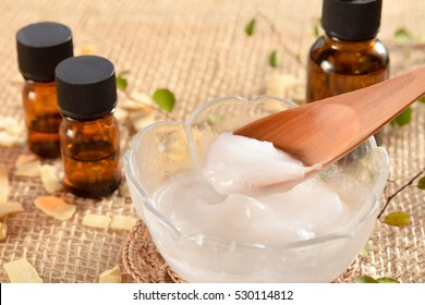 coconut oil and essential oils for beauty treatment