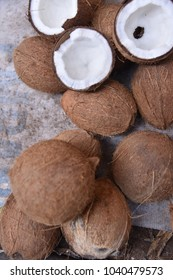 Coconuts sale in market
