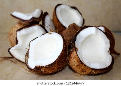 Coconuts, tropical fruit with water that brings freshness and is pleasant to the palate. The coconut is white on the inside and brown on the outside.