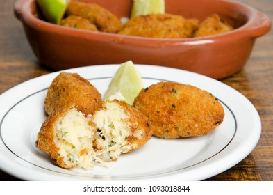 Codfish balls. Bolinho de bacalhau