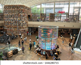 The COEX Starfield Library in Gangnam, Seoul 2019 July. Occupying a whopping 2800 square-meters in size, the brightly lit two-storey athenaeum has rightly been named Starfield Library.