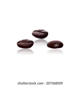 coffee beans isolated with clipping path