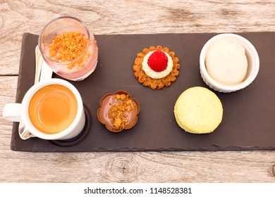 Coffee with cakes and pastry - Café gourmand in french