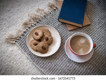 coffee-cookies-books-ready-relaxing-260n