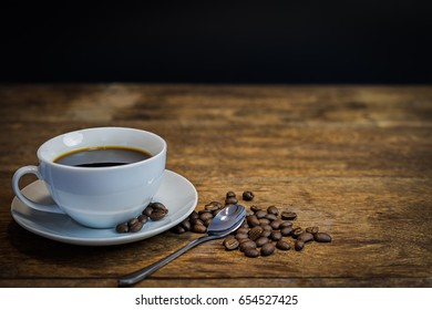 Coffee cup and beans on the wooden.