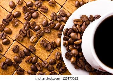 Coffee cup with fresh coffe beans for breakfast