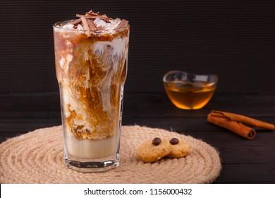 coffee with honey and cinnamon