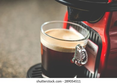 Coffee machine with espresso cup 1