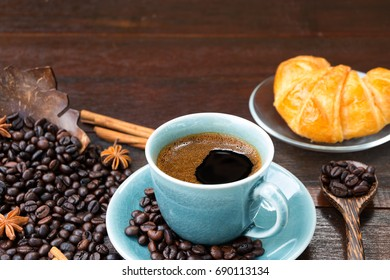 Coffee and coffee with morning bread
