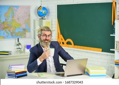 Coffee on my mind. Bearded man drink coffee in teachers room. Senior professor hold coffee cup. Enjoying coffee break. School breaktime. Computer classroom. Educational technology.
