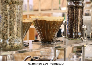 Coffee through filter paper By hot water gradually run through the filter paper(or filter for drip coffee)to the container. And the water temperature is temperature .To get the best coffee out.