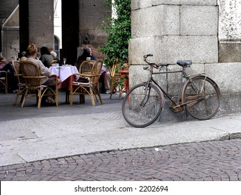 Coffeeshop and an old bike