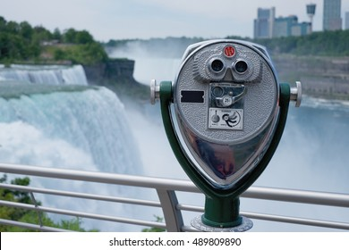 COIN OPERATED BINOCULAR FOR TOURIST WITH BACKGROUND OF NIAGARA FALLS. NEW YORK, USA.