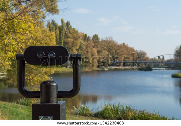 coin-operated-binoculars-view-autumn-600