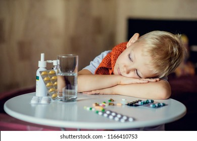 a cold child in bed with drugs, drowsiness, symptoms of SARS, seasonal diseases
