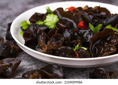 Cold fungus, Chinese cuisine, black fungus and red pepper, coriander