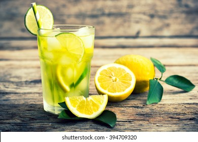 Cold lemonade with ice