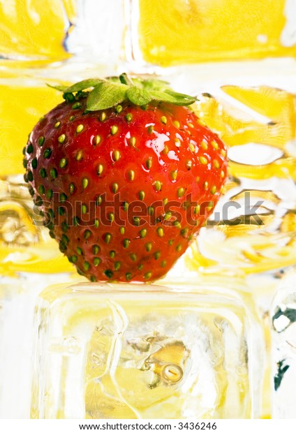 Cold strawberries with honey combs