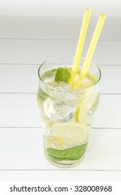 cold tea with lemon