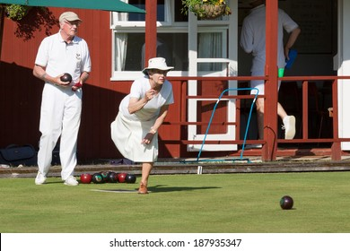 COLEMAN'S HATCH, SUSSEX/UK - JUNE 27 : Lawn bowls match at Colemans Hatch in Sussex on june 27, 2009. Unidentified people