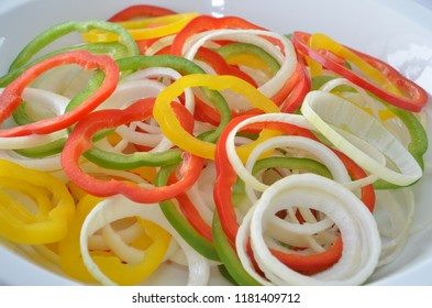 The coler of the food is important to the taste of chili peppers onions,in addition to add flavor to the food,it also adds color.