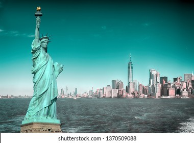 Collage - Manhattah skyline and Statue of Liberty.