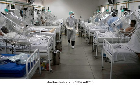 Collapsing beds situation for Corona Virus patients. Medical staff work in the Intensive Care Unit (ICU) for COVID-19 multiple patients inside a special hospital in Bergamo, on november 11th, 2020.