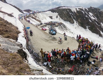 Colle Delle Finestre, Italy. May 25, 2018. Chris Froome leading the race on the top of the mountain at Giro D'Italia