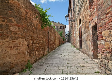 Colle di Val d'Elsa, Siena, Tuscany, Italy: narrow alley in the old town - picturesque ancient alleyway in the tuscan medieval town