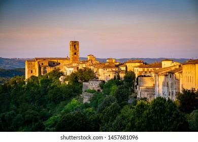 Colle di Val d'Elsa is a town of 21,651 inhabitants in Tuscany, province of Siena.  It is located in the valley of Elsa.
