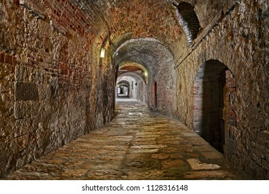 Colle di Val Elsa, Siena, Tuscany, Italy: the picturesque covered alley Via Delle Volte, a medieval passage in the old town
