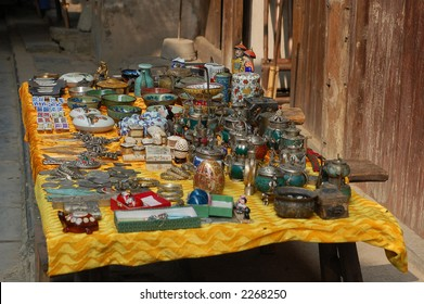 collection of antique on display for sale in china