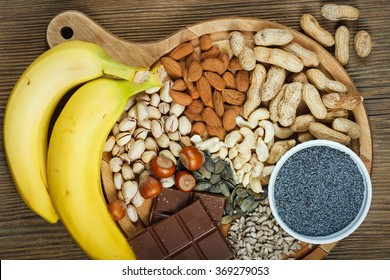 Collection natural products containing magnesium as pumpkin seeds, blue poppy seed, cashew nuts, almonds, sunflower seeds, peanuts, hazelnuts and pistachios
