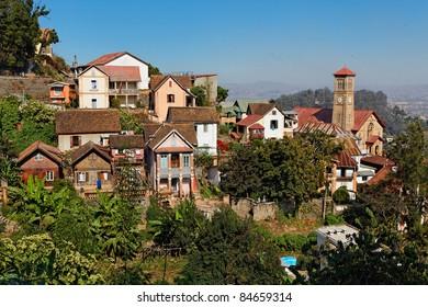 Colline du Rova, quartier historique d'Antananarivo avec les deux uniques maisons traditionnelles en bois restantes.