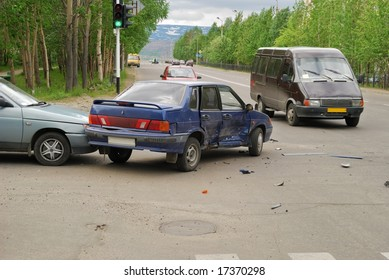 Collision of automobiles on a crossroads