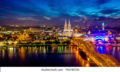 Cologne Cathedral at night, skyline of Cologne, Germany