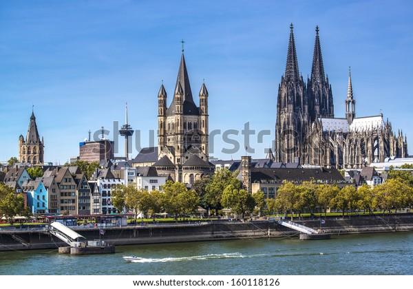 Köln, Bundesluftsicht über den Rhein.