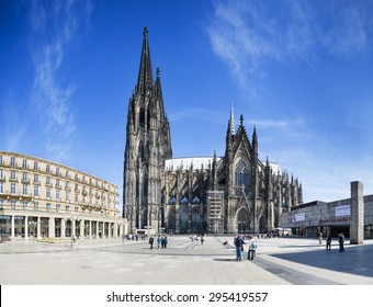 COLOGNE - MAY 14: Panoramic view of tourists in front of the Cologne Cathedral on Roncalliplatz in Germany on May 14, 2015