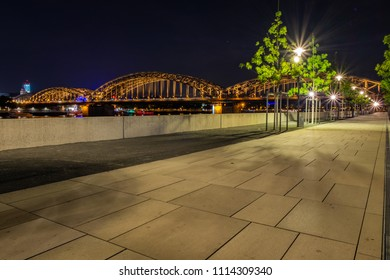 Cologne at night, Rhine Boulevard with the Hohenzollern Bridge in the background.