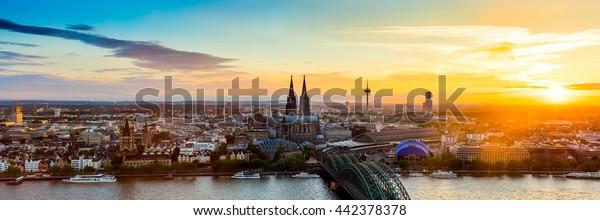 Kölner Panorama bei Sonnenuntergang
