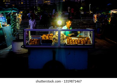 Colombo,Srilanka- 01 December 2018: Street food vendor