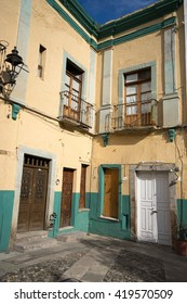 colonial house details in guanajuato mexico