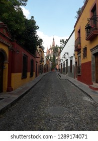Colonial Mexico picturesque cobblestone street in San Miguel de Allende, Guanajuato