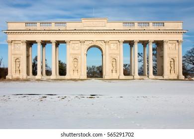 Colonnade Reisten