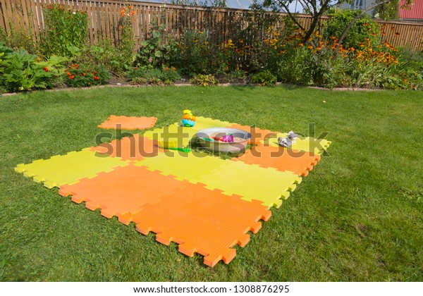color-childrens-mat-on-green-600w-130887