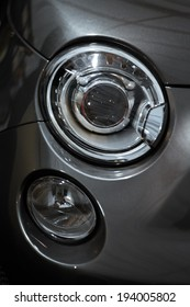 Color detail on the headlight of a car