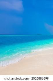 Farbverlauf auf den Sandbank-Inseln Madivaru und Finolhu in Rasdhoo Atoll Maldives.